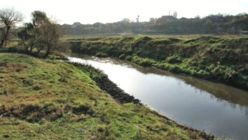 Foto: Agenția de Mediu: Alertă privind poluarea excepţională a apei râului Bîc, din cauza activităților umane