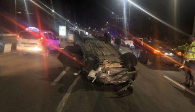 Momente de coșmar. O șoferiță s-a răsturnat pe viaduct noaptea trecută