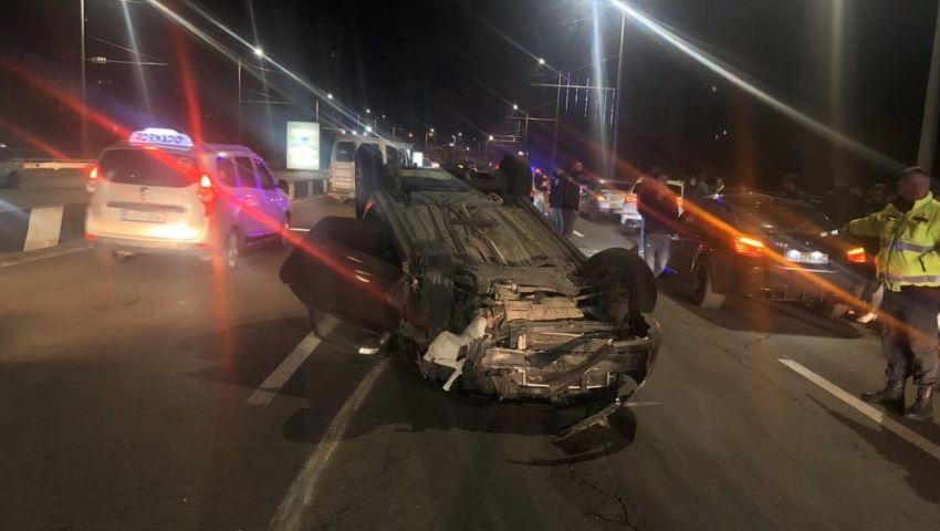 Foto: Momente de coșmar. O șoferiță s-a răsturnat pe viaduct noaptea trecută