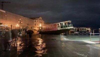 Veneţia, lovită de apocalipsă. Alarma pentru inundații s-a auzit în tot orașul