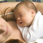 Foto: Când recuperează mamele orele de somn pierdute după ce nasc?