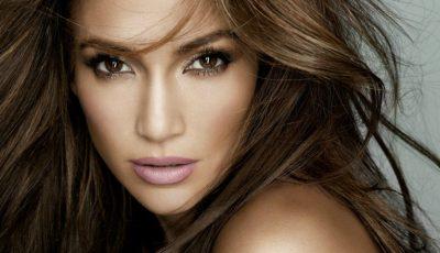 Jennifer Lopez și-a găsit sosia. O tânără din Rusia seamănă leit cu faimoasa artistă