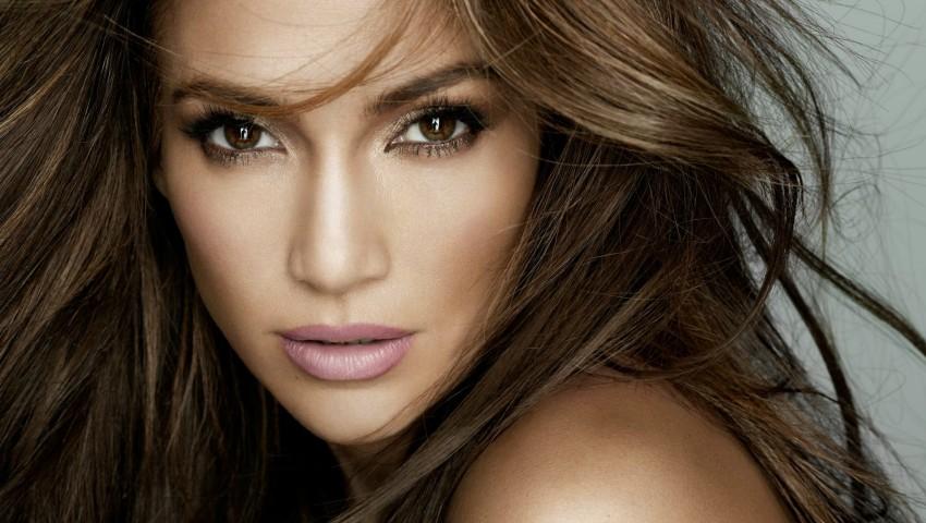 Foto: Jennifer Lopez și-a găsit sosia. O tânără din Rusia seamănă leit cu faimoasa artistă