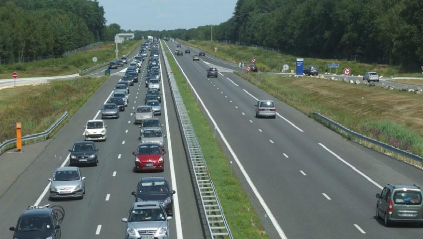 Foto: Accident grav pe o autostradă din Franța: sunt 33 de răniți