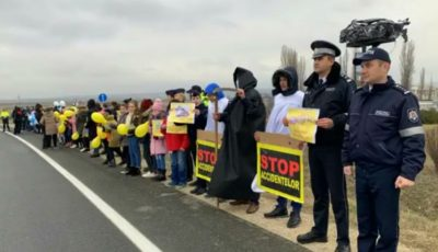 """,,O secundă de atenţie, o viaţă salvată"""". Tinerii au organizat un flash-mob pe șoseaua de centură Orhei"""