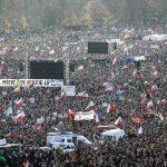 Foto: Peste 200.000 de persoane au protestat la Praga şi au cerut demisia premierului acuzat de corupție