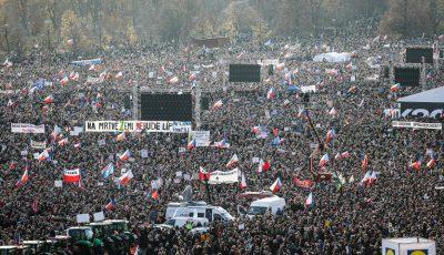 Peste 200.000 de persoane au protestat la Praga şi au cerut demisia premierului acuzat de corupție
