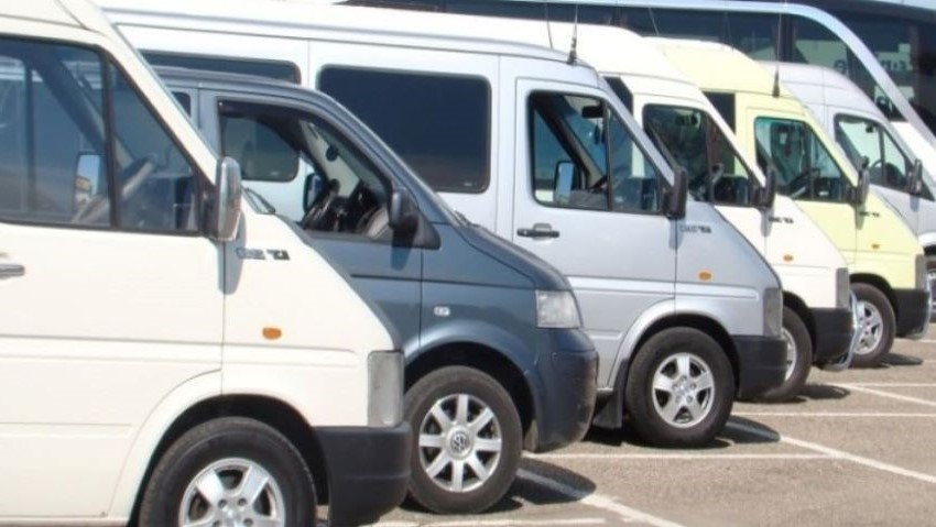 Foto: Protestul transportatorilor. Peste 300 de microbuze, parcate în PMAN din Chișinău