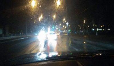 """Mesaj de la șoferi, pentru pietoni: ,,Iată cum vedem noi drumul, când plouă!"""""""