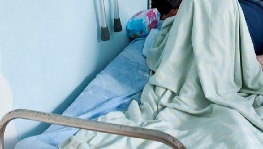 Foto: Un bărbat din Florești ar fi fost alungat din spital, dezbrăcat și desculț