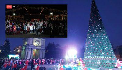 Video! S-au aprins luminițele de sărbătoare: în PMAN a fost inaugurat Pomul de Crăciun