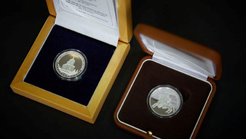 Foto: Două monede jubiliare au fost puse în circulație, ca mijloc de plată și în scop numismatic