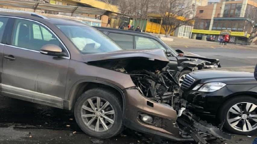 Foto: Accident violent în Capitală. Momentul impactului, surprins de camerele video