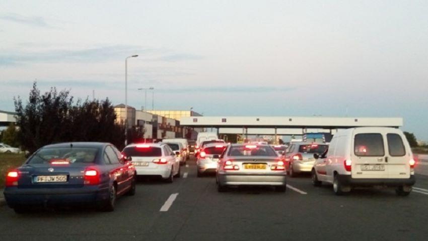 Foto: Rând mare la frontiere. Moldovenii vin acasă!
