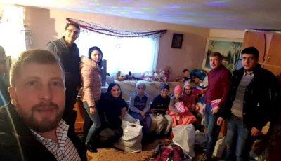 Doi frați gemeni din Londra au făcut patru familii fericite acasă