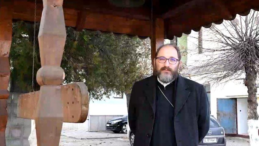 """Foto: Părintele Constantin Necula: """"Vă rog să-L lăsați pe Hristos să se nască. Încercați să vedeți dincolo de rafturi și cozonaci"""""""