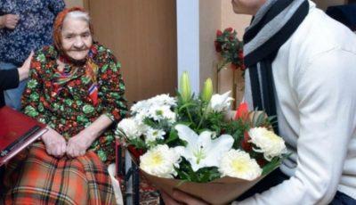 Trei bunicuțe din Chișinău cu vârste de peste 100 de ani, au primit ajutor financiar din partea primăriei