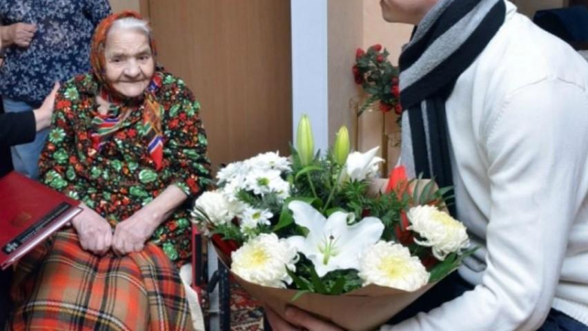 Foto: Trei bunicuțe din Chișinău cu vârste de peste 100 de ani, au primit ajutor financiar din partea primăriei