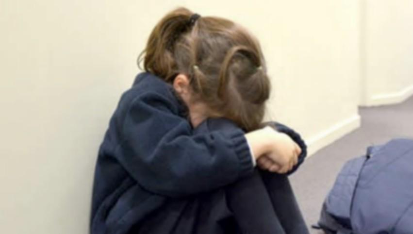 Foto: O copilă de 14 ani, a fost vândută de către propria mamă