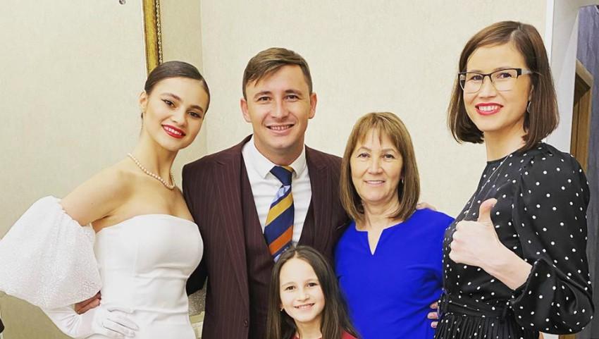 """Foto: Emilian Crețu, de Revelion alături de femeile dragi din viața sa: ,,Pace și dragoste în familiile voastre"""""""