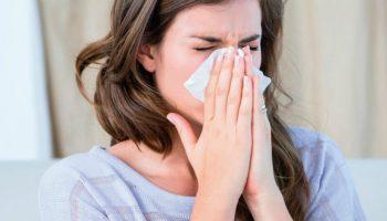 Soluția naturală și eficientă împotriva tusei, răcelii și durerilor în gât