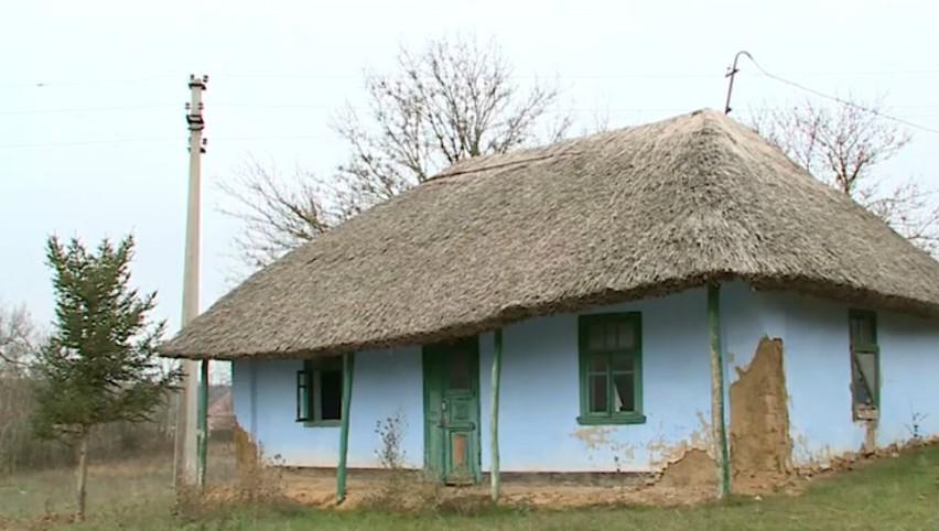 Casa lui Ncolae Sulac stă să cadă, lăsată la voia întâmplării
