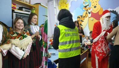 Emoționant! Copiii internați în secția Oncologie pediatrică s-au bucurat să primească colindători