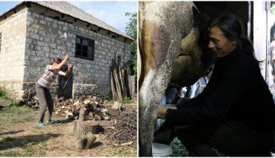 Despre viața femeilor de la sat, în Moldova: despică lemne, cosesc iarba, muncesc cot la cot cu bărbații