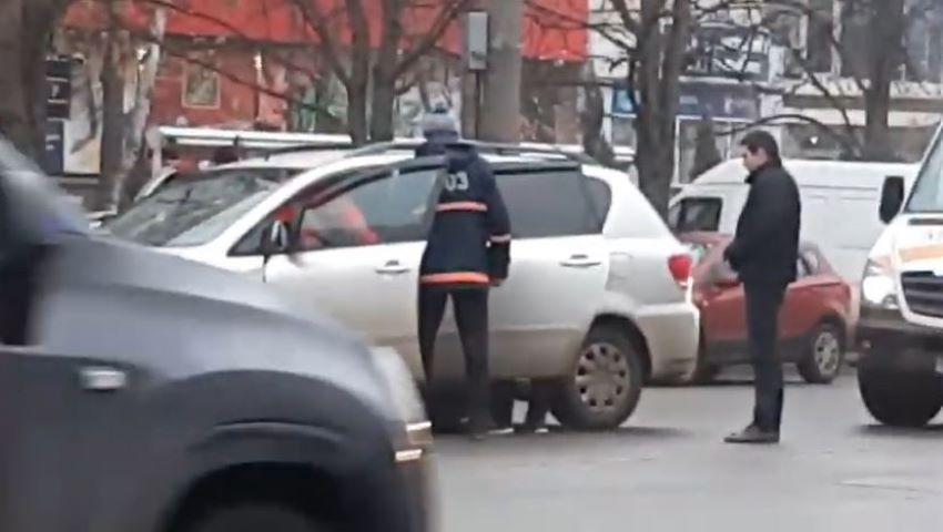 Foto: Un șofer a decedat în timp ce conducea pe o stradă din Capitală