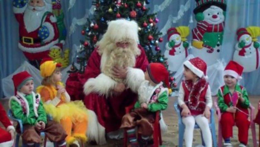 Foto: Prin ce se deosebesc, la serbările de Crăciun, părinții cu un singur copil de cei care au mai mulți? Ionela Hadârcă ne descrețește frunțile!