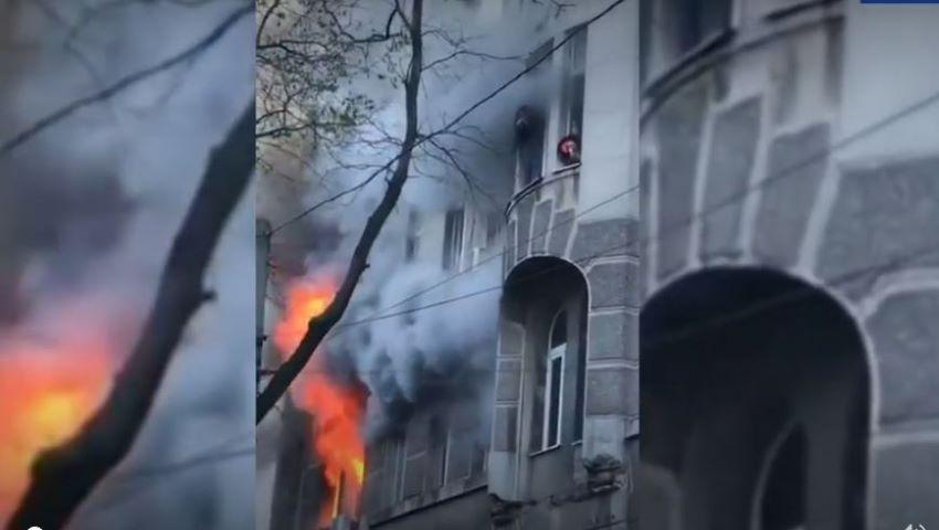 Foto: Incendiu puternic într-o clădire cu 16 etaje din Odessa. Oamenii au sărit în gol pentru a se salva