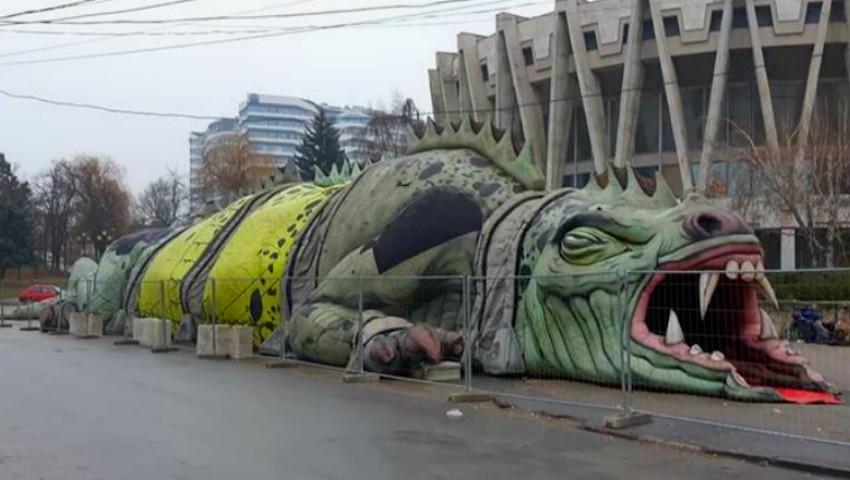 """Foto: Reptila instalată lângă Circ emite ,,urlete"""" înfricoșătoare"""