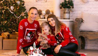 Ion Paladi, alături de soția și fiul său, într-o ședință foto de Crăciun
