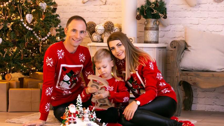 Foto: Ion Paladi, alături de soția și fiul său, într-o ședință foto de Crăciun