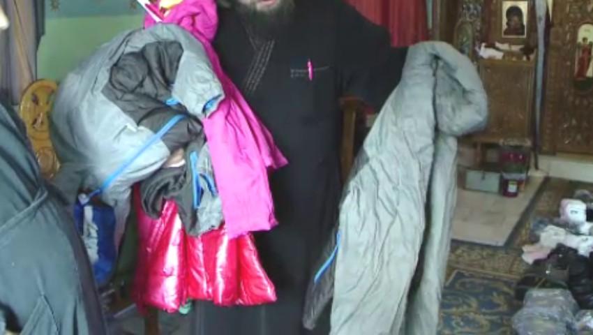 Foto: Părintele Dan Damaschin a devenit Moş Crăciun pentru 7.000 de copii