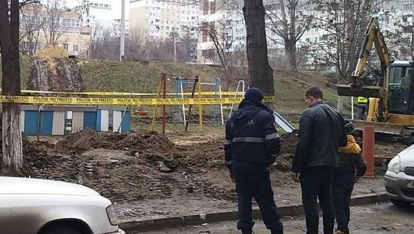 Foto: Un proiectil exploziv a fost descoperit în curtea unui bloc din Capitală