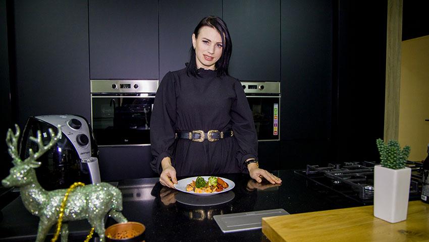 """Foto: Diana Ballerini: """"Îmi ia maxim 10 minute să gătesc masa pentru toată familia"""""""
