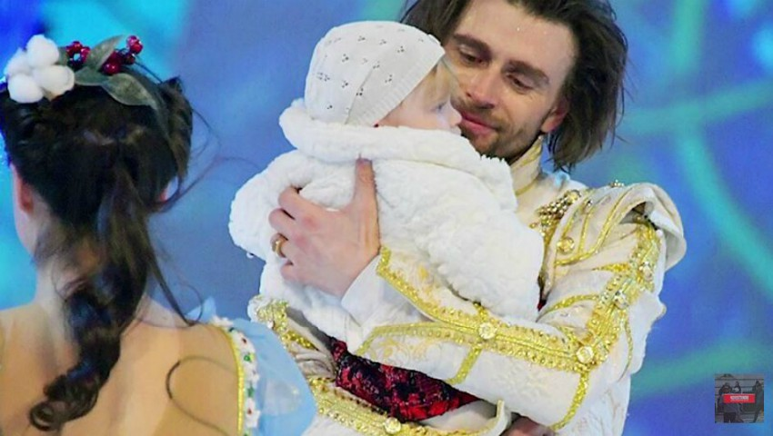 Foto: Video! Fiica cea mică a Anastasiei Zavorotnyuk a ieșit pe gheață alături de tatăl său!