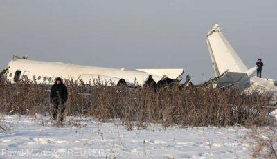 Un avion Fokker olandez cu 100 de persoane la bord s-a prăbușit în Kazahstan