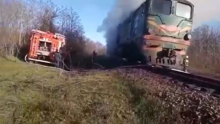 Foto: Un tren a luat foc la Vulcănești
