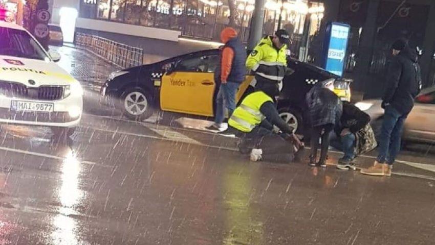 Foto: O adolescentă, lovită de un taxi pe o trecere de pietoni din Capitală