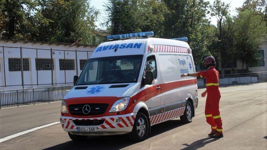 Foto: O femeie bătută crunt de către iubitul ei, a fost transportată la Chișinău cu serviciul Aviasan