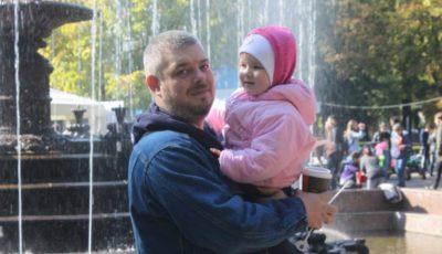 Un tată a două fetițe are nevoie de o intervenție urgentă la creier, în Germania