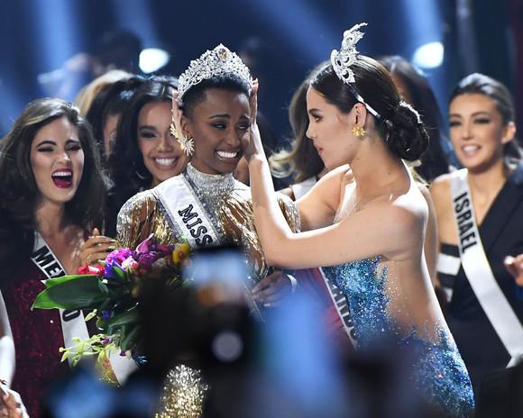 Foto: O tânără din Africa de Sud a câștigat Miss Universe 2019! Totul despre Zozibini Tunzi