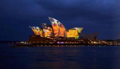 Omagiu adus pompierilor! Sydney Opera House, iluminată cu imagini de la incendiile din Australia