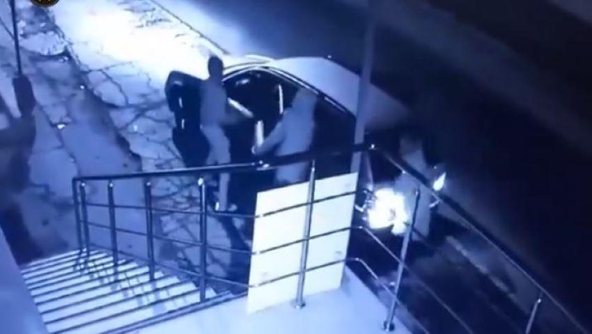 Foto: Video. Momentul în care o tânără este atacată și jefuită de doi indivizi, pe o stradă din capitală