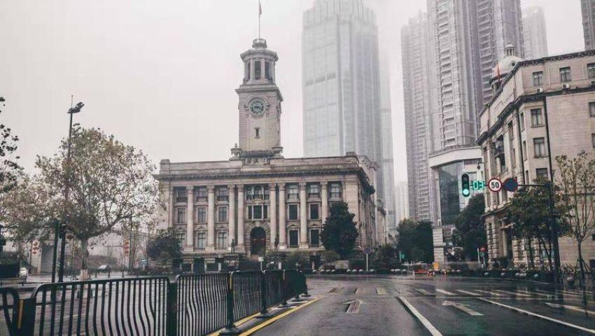 Foto: Străzile metropolei chinezești Wuhan, cu 11 milioane de locuitori, sunt pustii