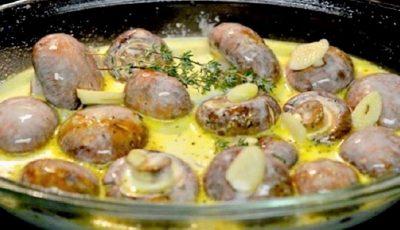 Ciuperci în sos de smântână, cu usturoi și cimbru