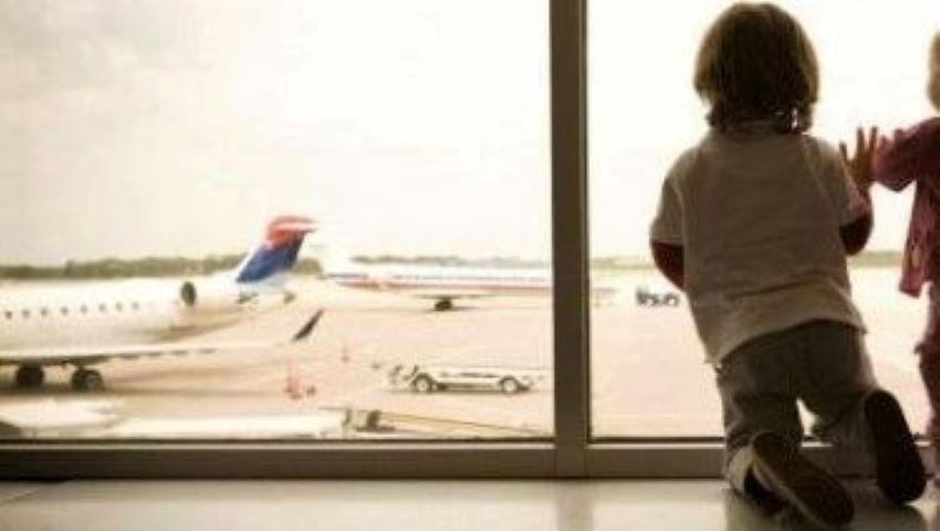Foto: Un copil din Moldova a rămas singur pe un aeroport din Italia