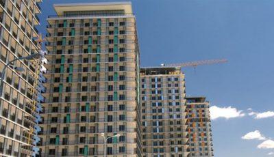 O companie de construcții construiește ilegal blocuri de locuit